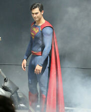 Tyler Hoechlin UNSIGNED photo - E397 - As Superman from Supergirl