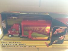 DISNEY CARS  -Cars 3 Race Track Mack With Rust-Eze Racing Centre Lightning - New