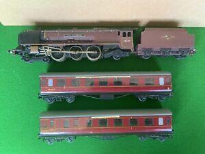Vintage Hornby Dublo City of London Locomotive 46245 & 2 x Coaches 2 Rail Lot