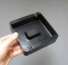 Ancien cendrier en bakélite noir.