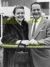 """Photo - Les Paul & Mary Ford arriving Southampton on the """"Queen Elizabeth"""", 1952"""
