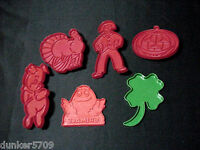 6 PLASTIC COOKIE CUTTERS RED & GREEN ASSORTED SHAPES