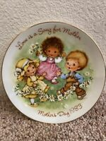 VINTAGE Avon 1983 Mothers Day Plate LOVE IS A SONG FOR MOTHER Mini Collectible!!
