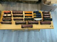 Lot of 22 HO Scale Freight Cars