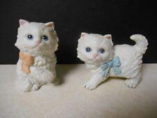 PAIR WHITE HOMCO PORCELAIN KITTENS W/ BLUE & PEACH BOWS Vintage