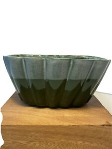 Vintage USA pottery #62 dark green ribbed planter with blue over-glaze scalloped