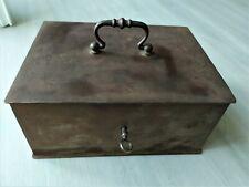 ancien coffre fort  caisse métal portatif avec clé fonctionne