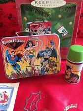 Super Amigos Lunch Box Set Adornos de Navidad Hallmark Keepsake Nuevo En Caja