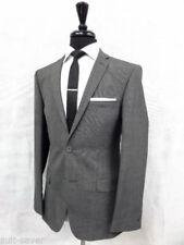 Trajes de hombre en color principal gris de poliéster