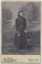 Kabinettfoto Erlangen - Junge Dame in edler Robe  (K532)