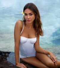 JESSICA ALBA - DROP DEAD GORGEOUS IN A WHITE ONE PIECE !!!