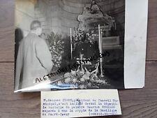 PHOTO DE PRESSE 1955 PARIS DÉCÈS DE MAURICE UTRILLO M. FERON DEVANT CERCUEIL
