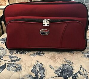American Tourister Red Softside Carry On Overnight Bag W/ Strap Sz 16 X 10 EUC