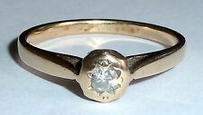 A HALLMARKED 9CT YELLOW GOLD RING WITH A SINGLE DIAMOND