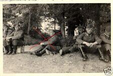 15088/ Originalfoto 7x10cm Deutsche Soldaten im Schloßpark von Gisseaux, 1940