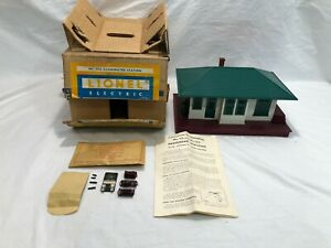 Lionel No. 132 Illuminated Station  Boxed  OB  Postwar