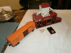 LIONEL POSTWAR VERY NICE 352 RED OPERATING ICE STATION W/ CAR CIRCA 1955  C-7