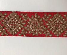 Atractivo Rojo Indio seda cruda con adorno bordado de oro antiguo/Encaje uno Mtr