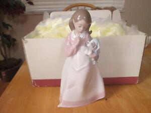 2003 Nao by Lladro Handmade Glazed Porcelain Spain Figurine Girl Holding Sleepy