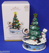 Hallmark Ornament Frosty Friends Trimming the Tree 2012 Magic Cord Interactive