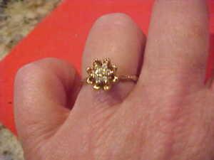 2.4 grams 14kt Gorgeous Y/G POPULAR diamond Tulip ring! Gorgeous n/scrap treat U