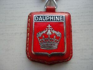 ANCIEN PORTE CLES, émaillé RENAULT DAUPHINE...SUR CUIR....old keychain.
