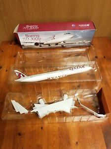 QATAR AIRWAYS Boeing 777-300ER A7-BEH Aircraft Model Scale 1:200