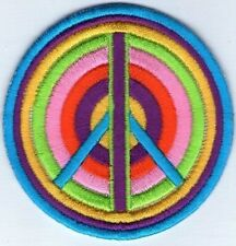 ECUSSON PATCH THERMOCOLLANT PEACE  AND LOVE ROND MULTICOLORE DIAMETRE 6,8 CM