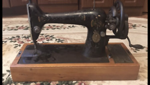Antique and working Singer sewing machine( year 1911)