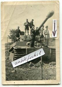 Foto: Deut. Panzer vom Typ VI TIGER mit starkem Zemerit-Beton-Anstrich im 2.WK