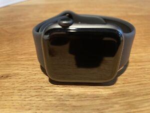 Apple Watch Series 5 44mm Gehäuse mit Sportarmband In Schwarz