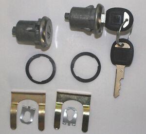 NEW Pair GM Chevrolet OEM Door Lock Keyed Cylinder W/2 OEM GM Logo Keys 608307