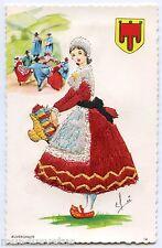 Carte postale brodée  .Costume et folklore . AUVERGNATE . AUVERGNE