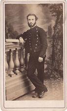 Photo cdv : Leslay ; Un militaire debout en pose (arme d'appartenance inconnue)