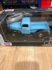 A4) Motormax American Classics Ford Pickup Blue With Trailer Home 1/24 New