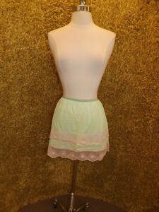 """Vtg 1960s NEW NOS Hot Girlie Limey Green Nylon Floral Lace 14"""" Mini Half Slip S"""