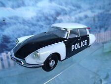 1/43 Universal Hobbies  Citroen ID 19 19569 Police