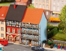 Faller N 232331 Maison de ville avec Peintres d'échafaudage painting échafaudage