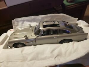 DANBURY MINT 1964 ASTON MARTIN JAMES BOND 007 DB5 CAR 1:24 SCALE DIE CAST NM
