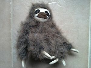 Fiesta Brown Sitting 3 Toed Sloth Small Plush 2006 16cm seated