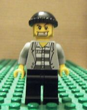 LEGO MINI–TOWN CITY-POL – JAIL PRIS, GLD TOOTH, JAK OVR STRIPE, BLK CAP-GEN USED