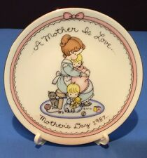 Avon A Mother Is Love Mother's Day 1987 Collector's Plate Nib with Easel