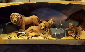 Schleich EXCLUSIVE Wild Life Scenery Pack 41392 Lion Family of 4 EUC