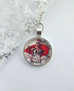 PINK SINGER  KEY RING KEY CHAIN CLIP  WITH GIFT BOX  PARTY BAG FILLER BIRTHDAY