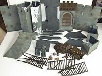 Armies of Middle-Earth Battle for Helm's Deep PlaySet   3 Figures Uruk-Hai Bomb