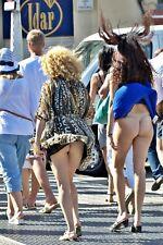 #655 CHEEKY STREET SCENE_SEXY GIRLS CROSSING AN AIR VENT_NEW  6 X 4 PHOTO PRINT