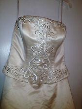 Oleg Cassini Wedding Dress With 2 Veils Size 12 K2000