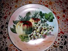 assiette ancienne  peint main et signée  porcelaine  de limoges décor fruitier!