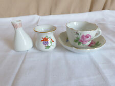 Konvolut Meissen Porzellan Kleine Tasse auf Untertasse 2 kleine Vasen 1. Wahl