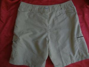COLUMBIA mens L tan PFG Omni-Shade  Fishing Hiking Outdoor Cargo Shorts